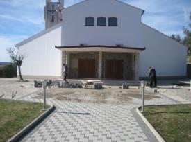 Uređenje crkve i dvorišta u Dobrič-Provu